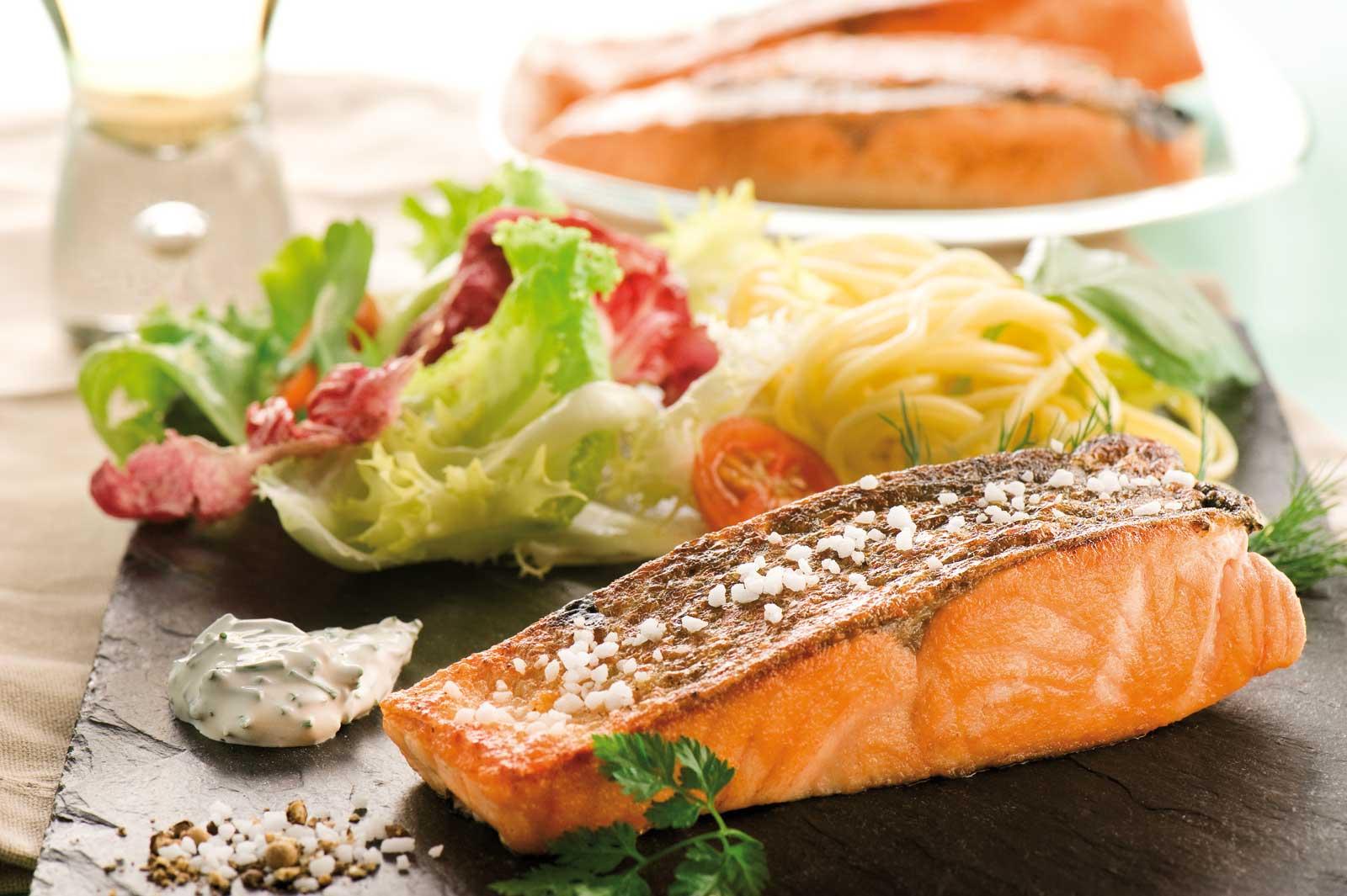 Pav de saumon alla plancha la piazza papa - Comment cuisiner pave de saumon ...